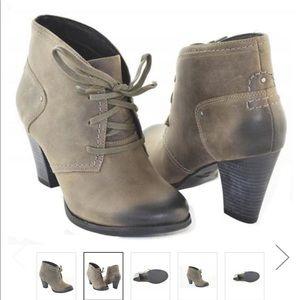 Clarks Alpine Melt Women's Boots/size 9